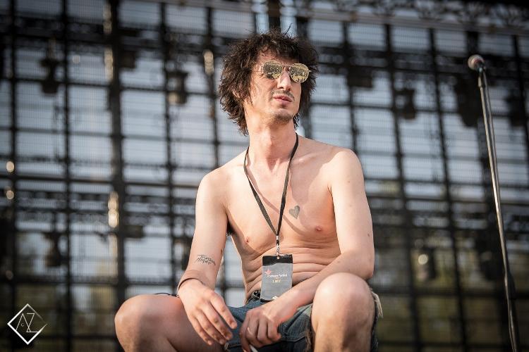 LIVE/170707-rockwave-festival/170707-fatwhitefamily_006.jpg