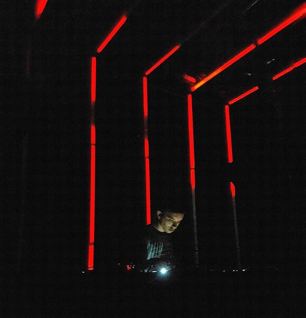 lapalux-live-six-d.o.g.s.-athens-review-01