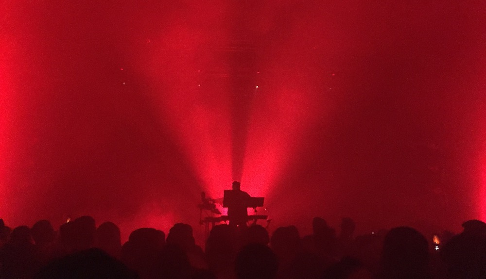 nicolas-jaar-live-principal-club-theatre-thessaloniki-review-01