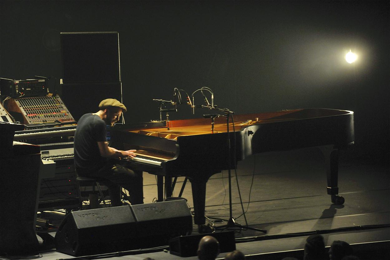 nils-frahm-live-barbican-hall-london-2018-16