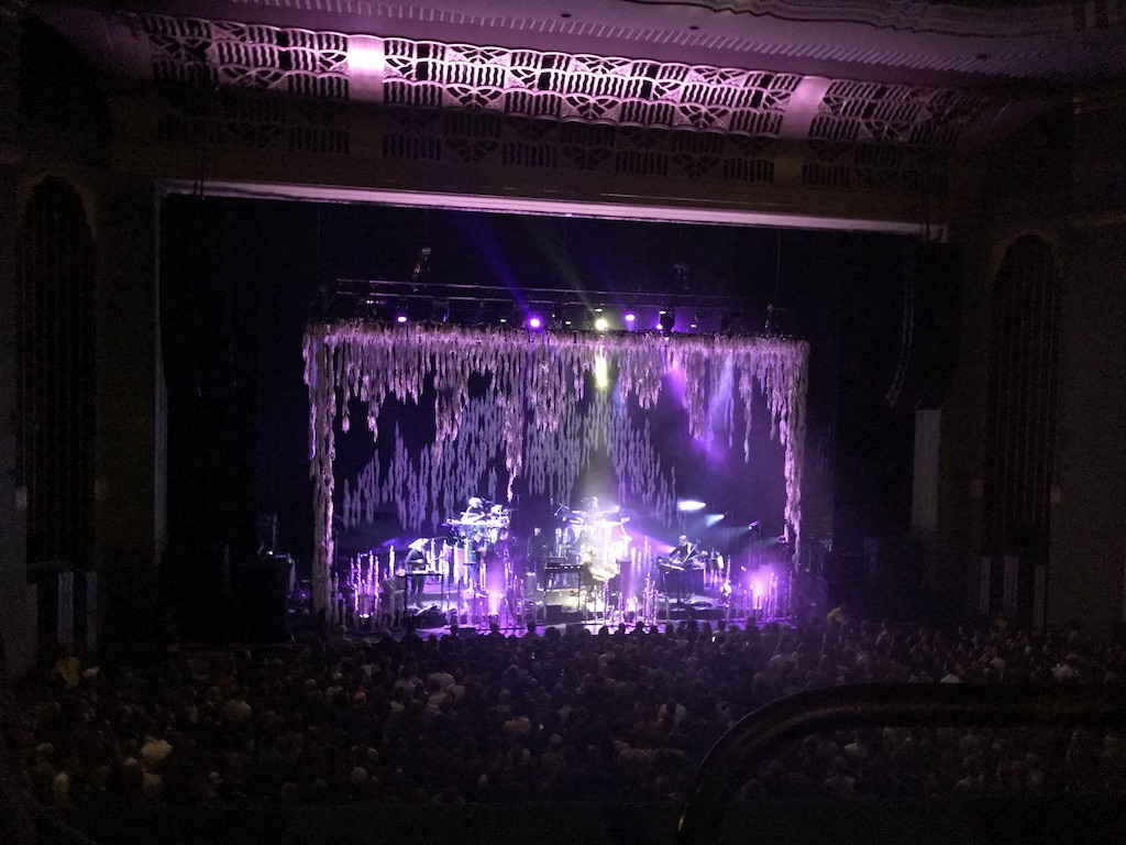 bon-iver-live-eventim-apollo-london-review-03