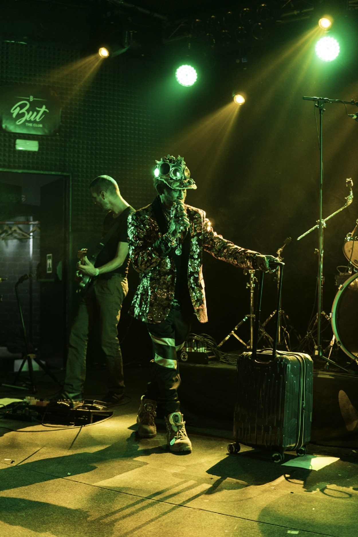 LIVE/190404-lee-scratch-perry-but-madrid-review/190404-lee-scratch-perry-entrance.jpg