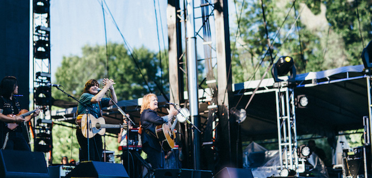 LIVE/eaux-claires-wisconsin-us-2015/day-2/eauxclairesday2-indigo-girls-01.jpg
