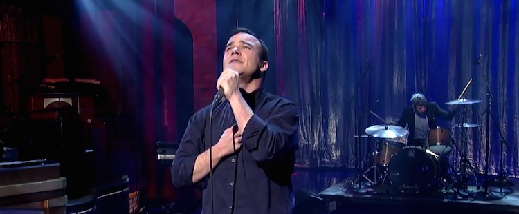Future Islands - The Chase (live @ David Letterman)