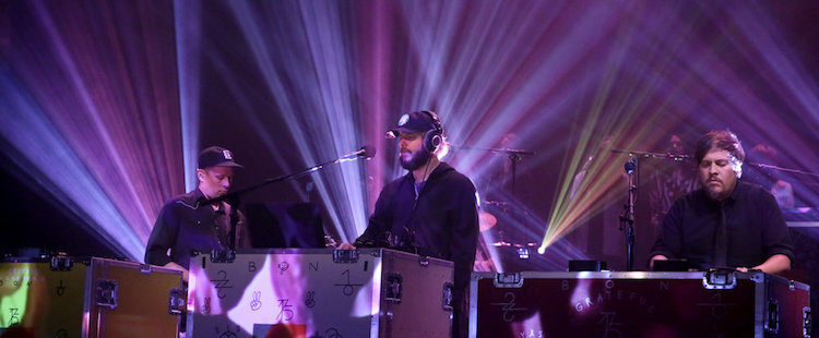 Bon Iver - 8 (Circle) @ The Tonight Show with Jimmy Fallon