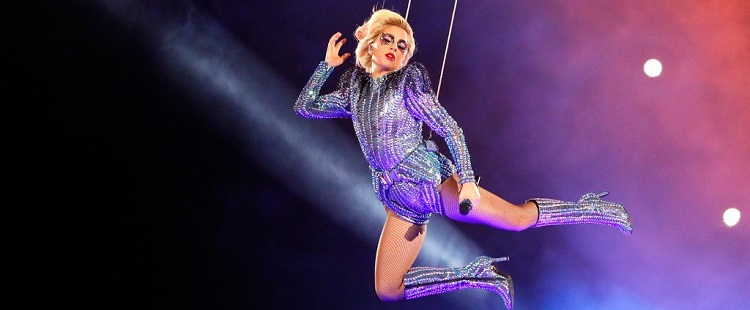 Διαστημική εμφάνιση της Lady Gaga στο ιστορικό χθεσινό Superbowl στο Texas