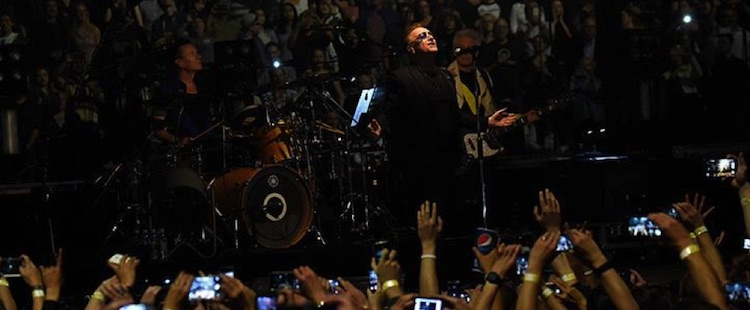 U2 - When Love Comes To Town (live @ Vancouver)