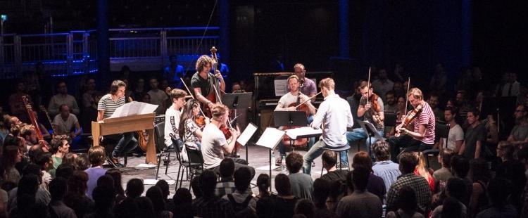 Ο Jonny Greenwood, των Radiohead, σε ένα ιδιαίτερο live με την London Contemporary Orchestra