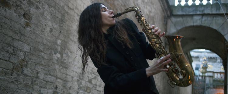 Η ξεχωριστή PJ Harvey ηχογράφησε ενώπιον κοινού το νέο της άλμπουμ!